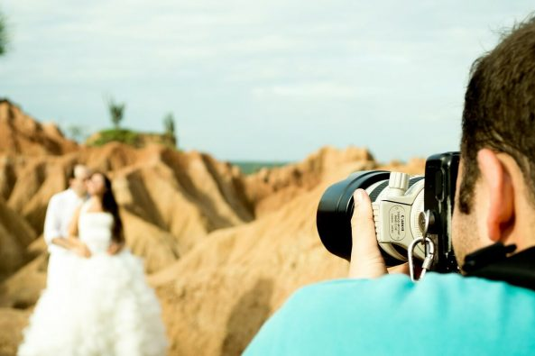 Wybor fotografa i kamerzysty slubnego 593x395