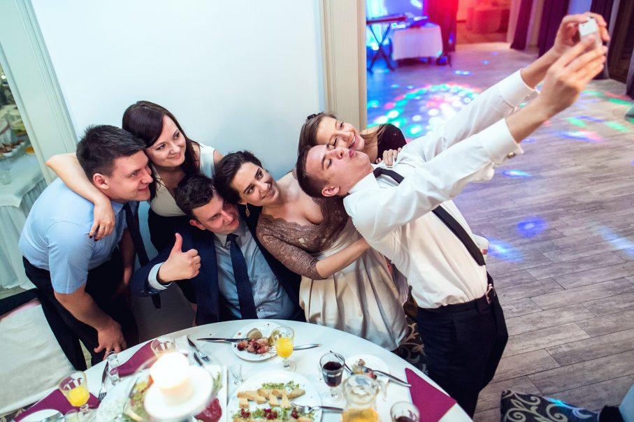 Czas na świętowanie! Jak wygląda przebieg wesela?
