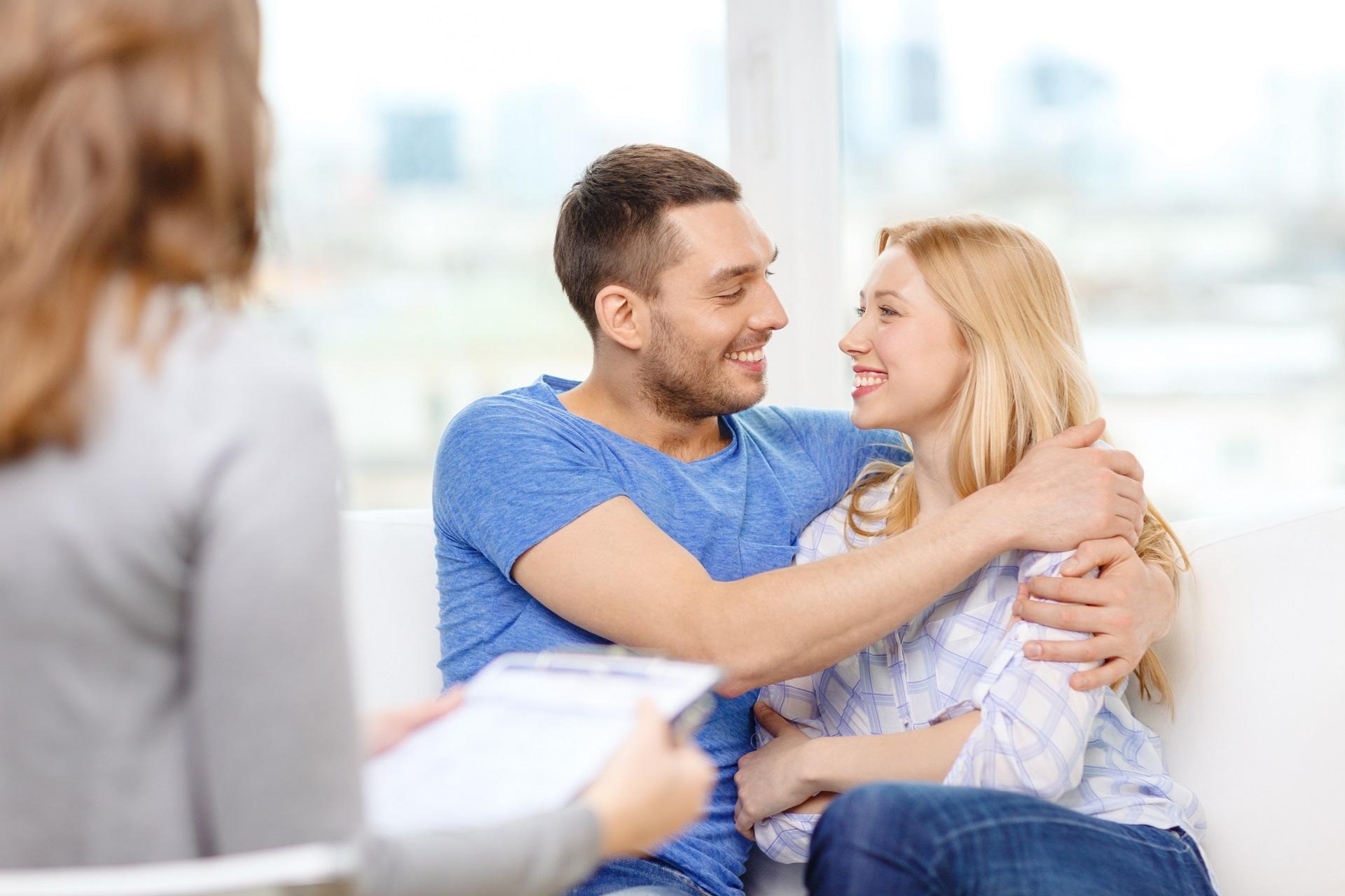 para młoda z konsultantką ślubną