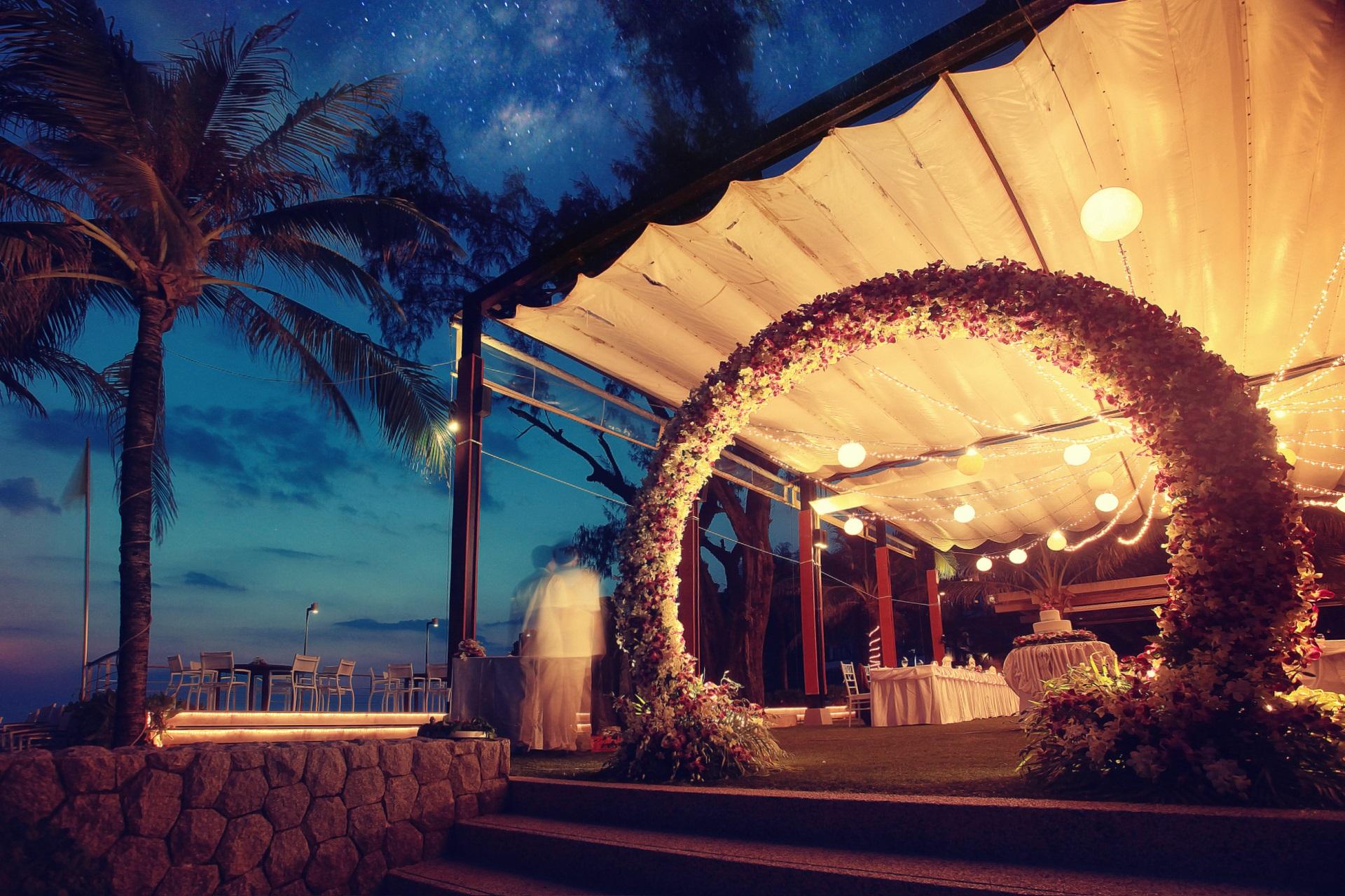 przygotowania do wesela na tropikalnej wyspie