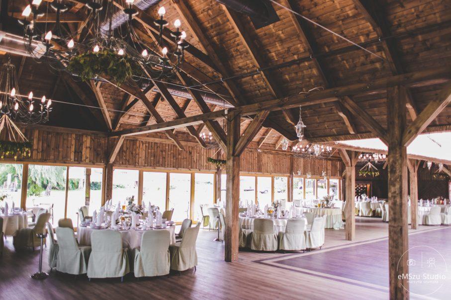 sala weselna, sala ślubna, sala weselna w stylu boho, drewniana sala ślubna, ozdoby weselne