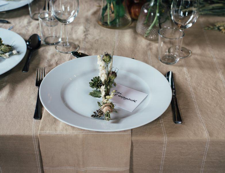 nakrycie stołów na weselu, zastawa na weselu