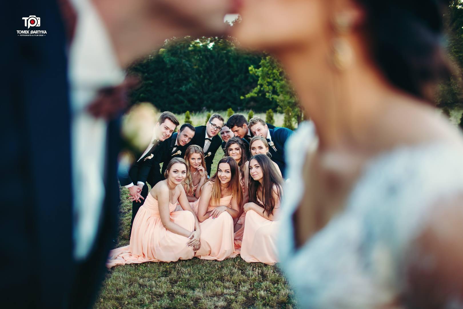 świadkowie na weselu,drużbowie na weselu, zdjęcie ze świadkami,zdjęcie z drużbami
