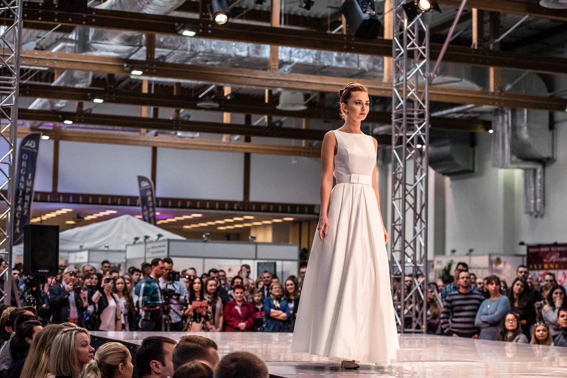Panna Młoda na wybiegu, pokaz sukni ślubnych