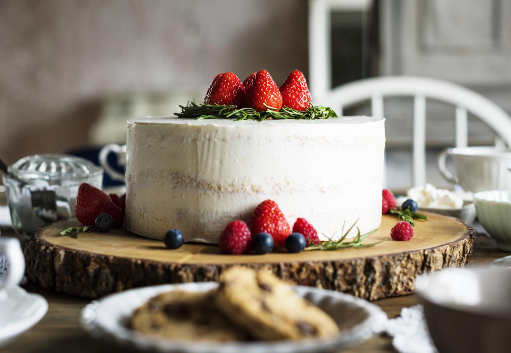 Tort weselny, naked cake na weselu