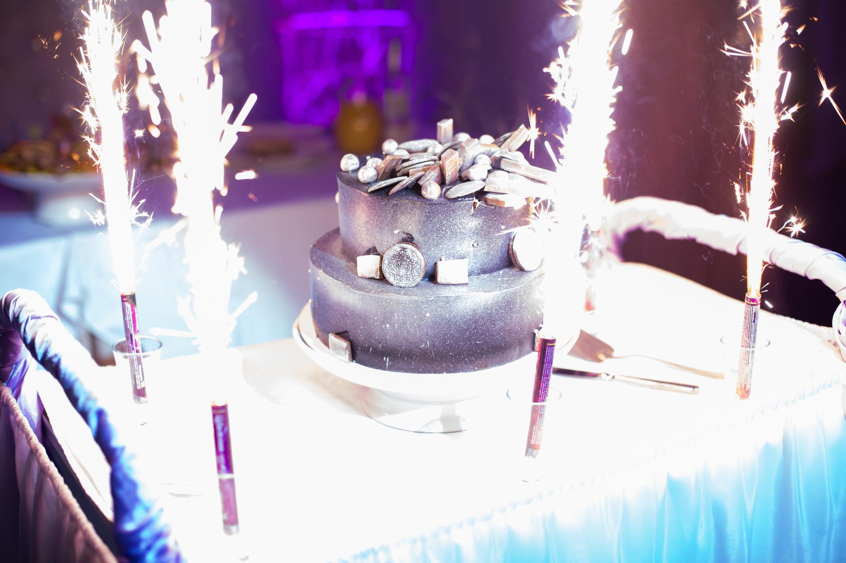 metaliczny tort ślubny