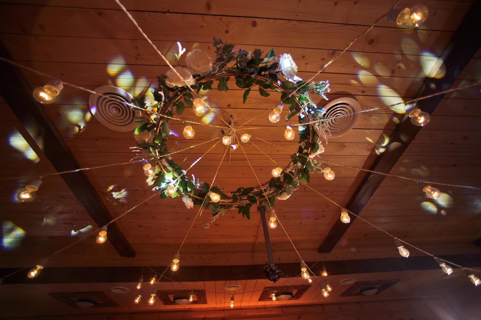 girlanda z żarówek na weselu