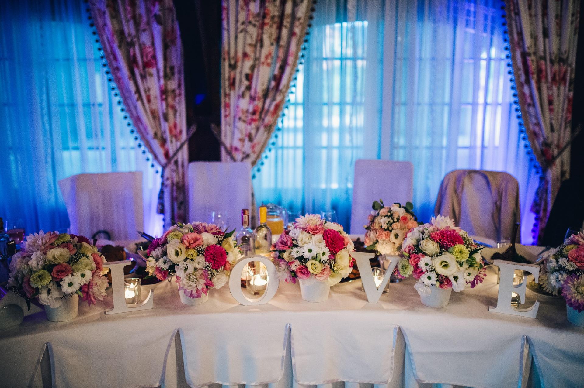 Cudowna Inspiracje – dekoracje stołu pary młodej - PlanujemyWesele DP21