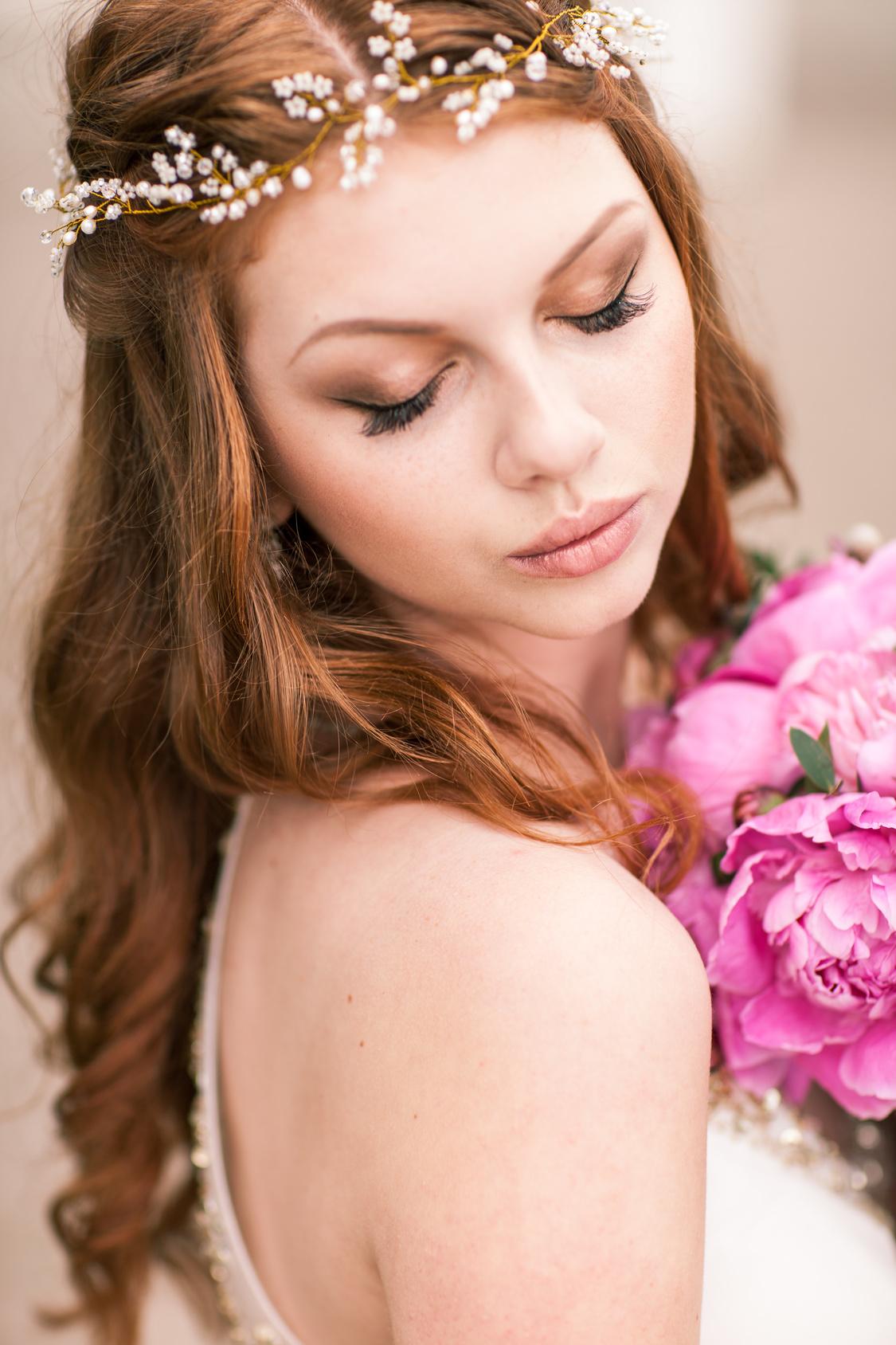 Jak dobrać odpowiedni makijaż na ślub i wesele